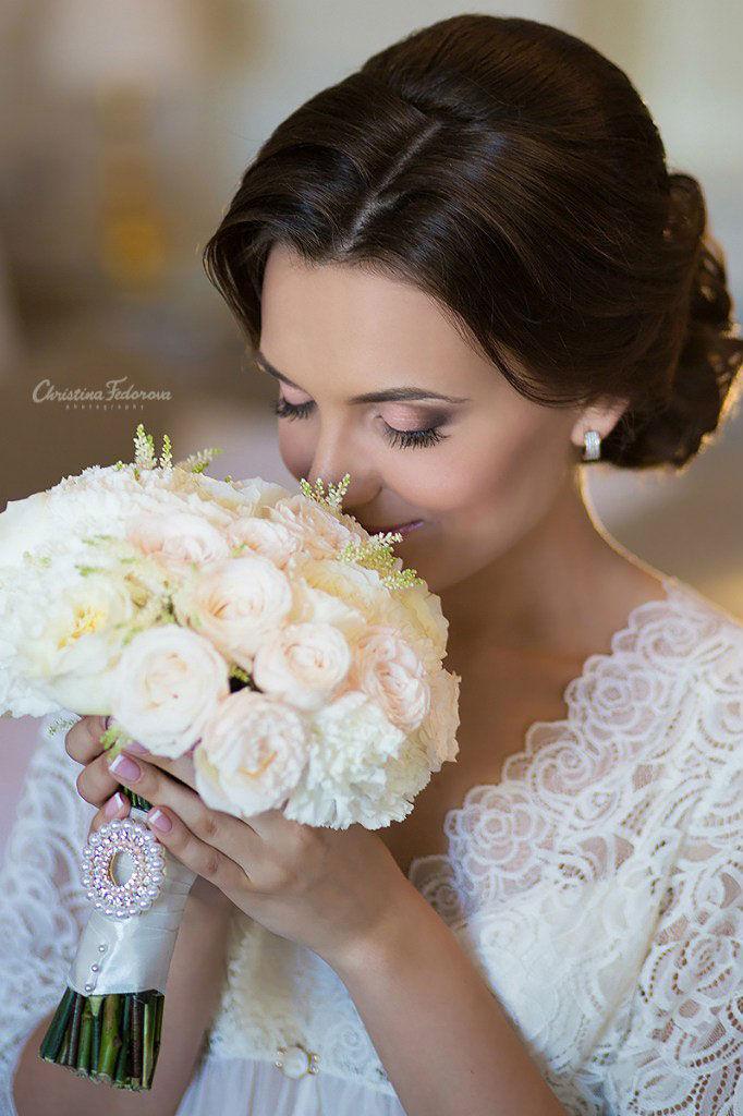 Букет-невесты-с-белыми-ранункулюсами