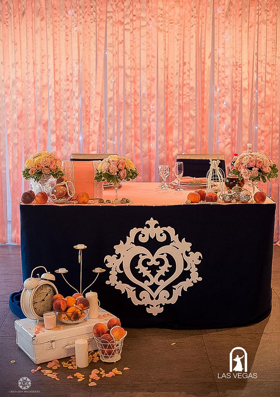 Декор-президиума-в-синем-и-персиковом-цвете