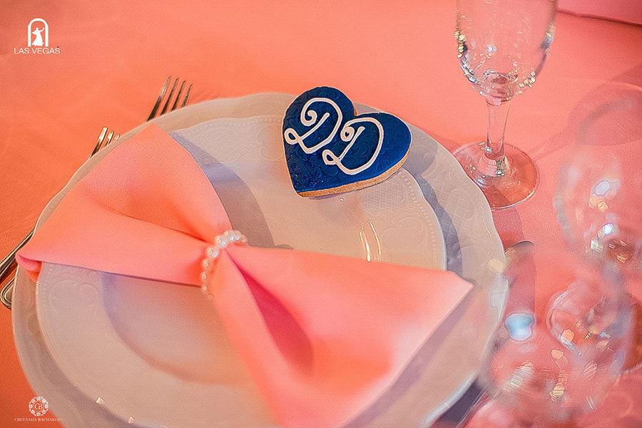 Декор-салфетки-в-персиковом-цвете