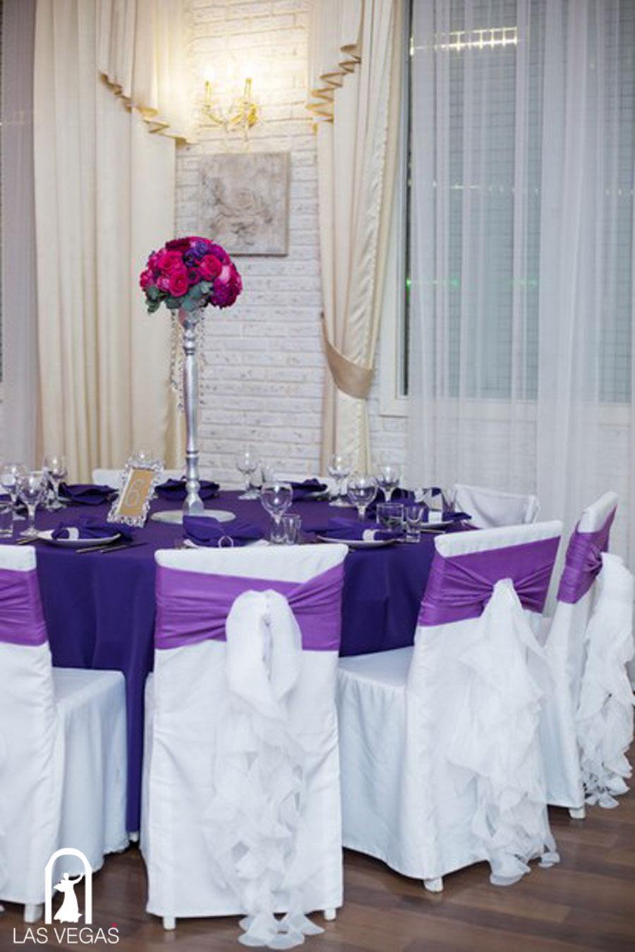 Декор-зала-на-зимней-свадьбе