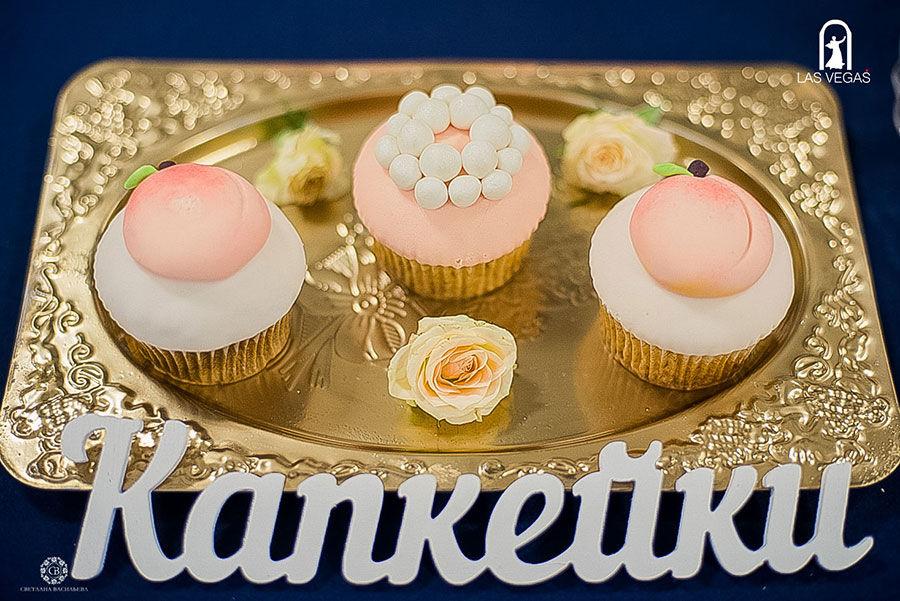 Капкейки-на-персиковой-свадьбе