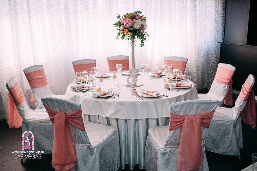 Оформление-свадебного-стола