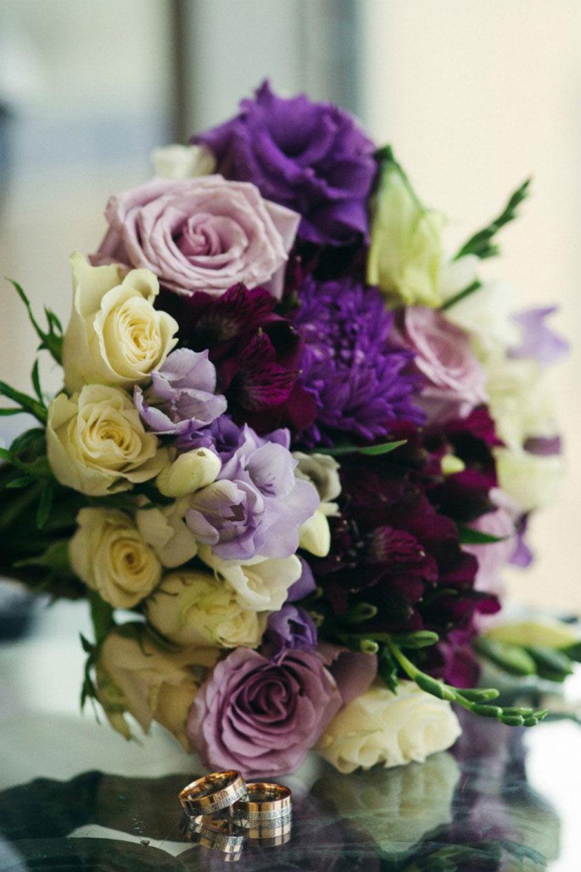 Свадебный-букет-с-фиолетово-сиреневых-тонах