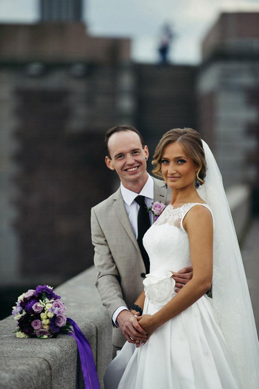 Жених-и-невеста-с-букетом