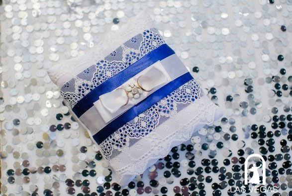 Подушка-для-колец-в-синем-цвете